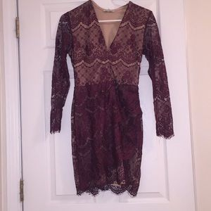 A LACE PURPLE PARTY DRESS